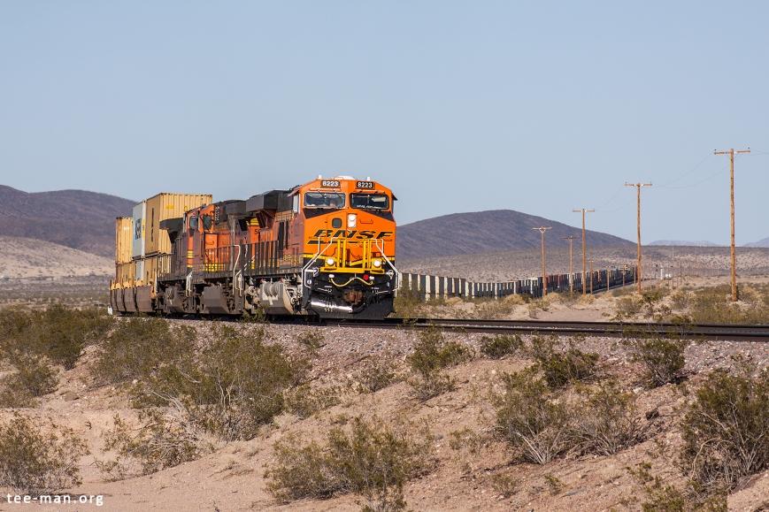 BNSF 8223, Ludlow (CA) 26-5-2014