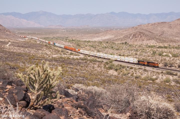 BNSF 6916, Yucca (AZ) 27-5-2014