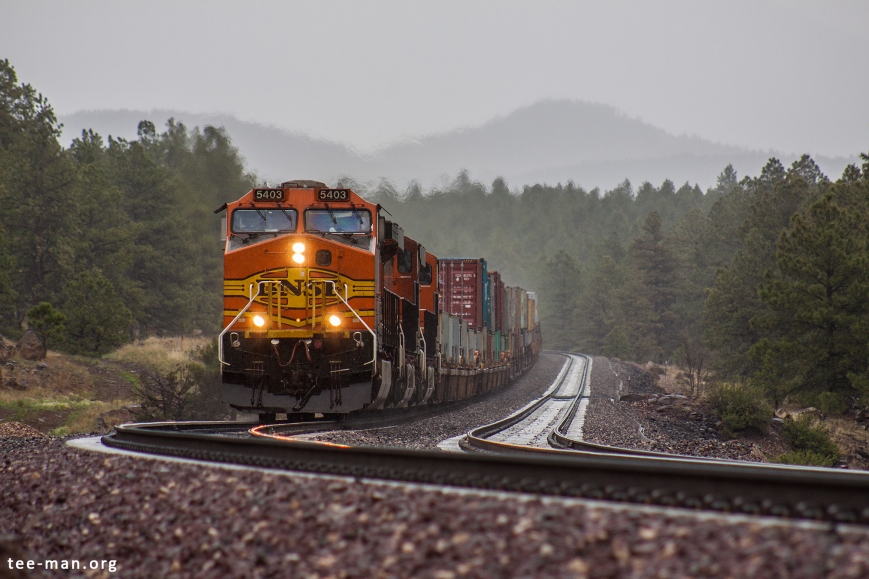 This westbound train with BNSF 5403 can't be stopped by the rain, just like 2 persistent photographers. Williams (AZ), 29.5.2014