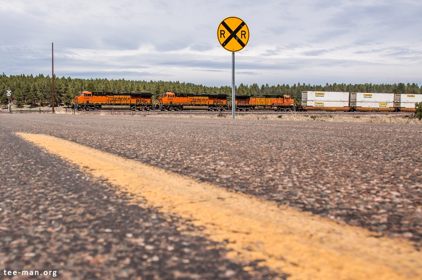 Another westbound doublestacker, crossing Friar Tuck Trail. Williams (AZ), 29.5.2014