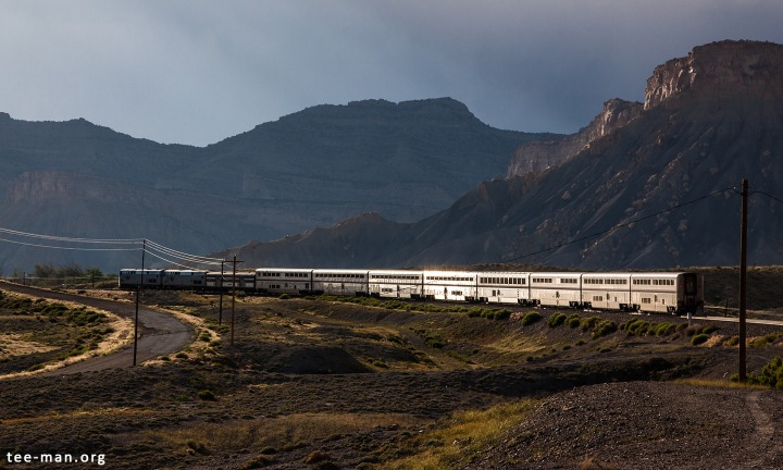 Another view of Amtrak's California Zephyr, in front of the Book Cliffs. Thompson (UT), 31.5.2014