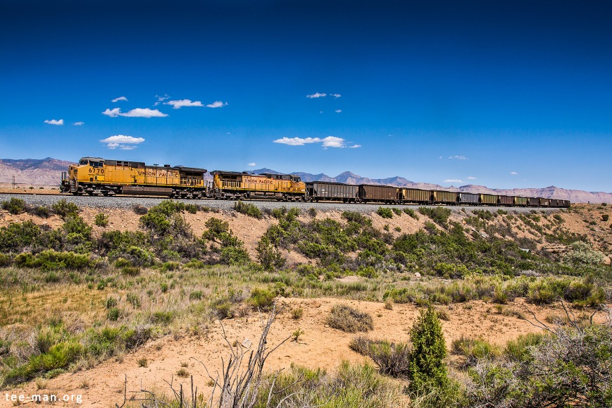 UP 6770 hauls a coal train north towards Price River Canyon. Cedar (UT), 1.6.2014