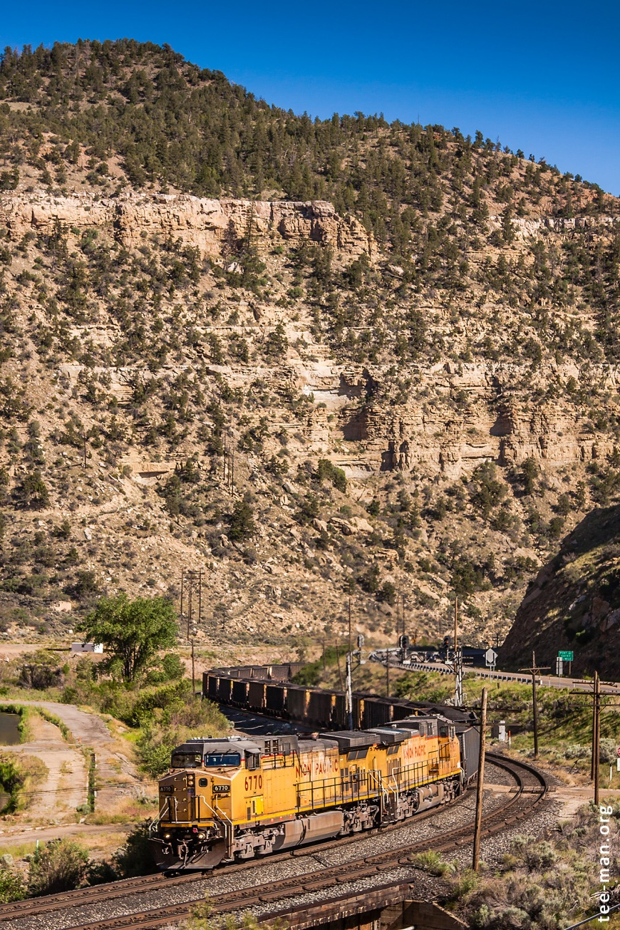 UP's 6770 pulls a coal train up the hill in Price River Canyon. Castle Gate (UT), 1.6.2014