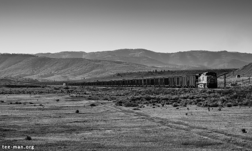 We see UP's 5688 still pushing, or maybe also braking the train on its way down to Salt Lake City. Colton (UT), 1.6.2014