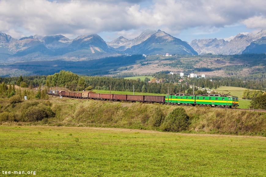 Double locomotive 131 001/002 from Slovak railways' cargo division hauls a mixed freight train towards Košice. Strba, 23.9.2016