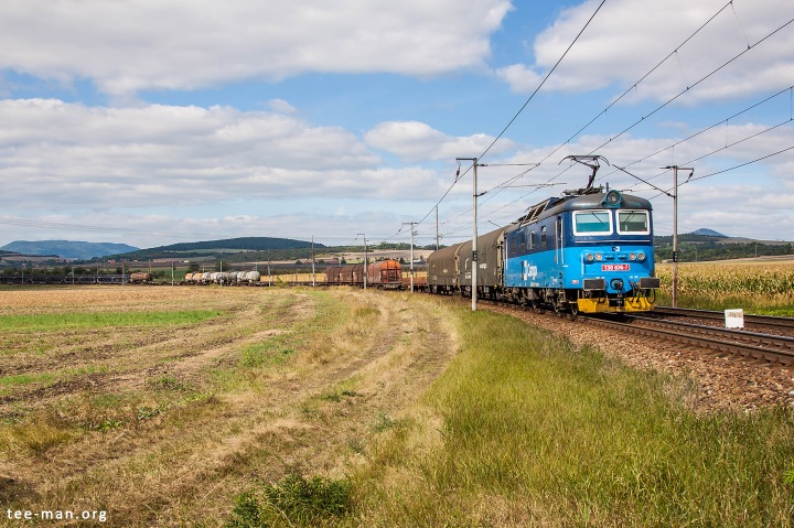 CD Cargo's 130 036 hauls a mixed freight train towards Kolín. The sound of these locomotives is remarkable. Vrutice, 20.9.2016