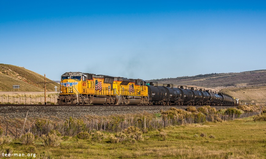 A mixed train reaches the summit at Colton, only minutes after the passing of a heavy coal train. UP 4875, Colton (UT) 1.6.2014