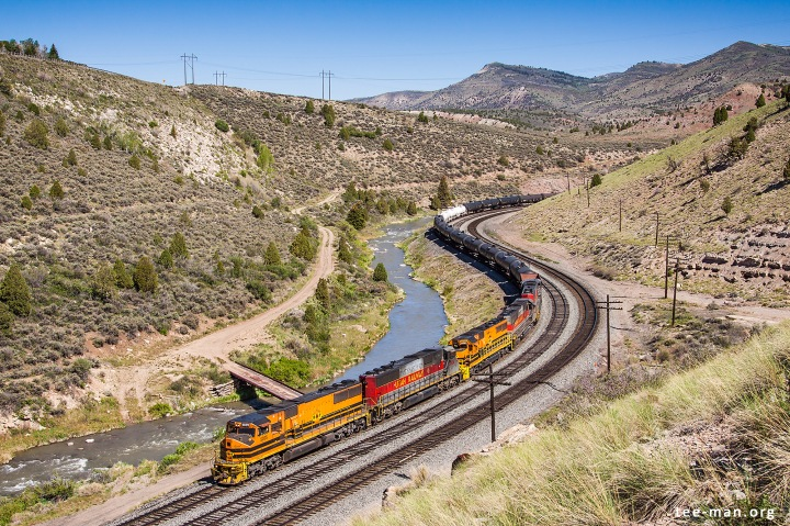 UTAH 5005 and a couple of sisters bring an oil train to Helper. Kyune (UT), 3.6.2014