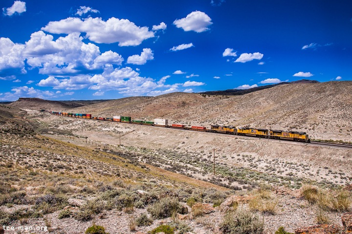 UP 8419 leads a container train through Montello (NV), 4.6.2014
