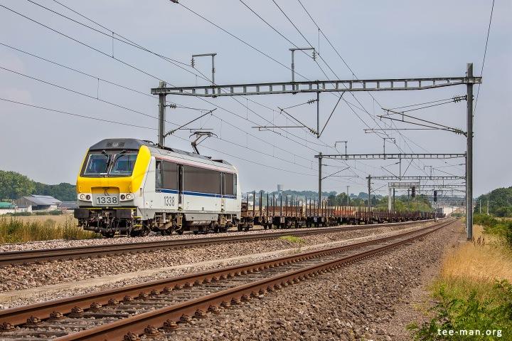 B-Logistic's 1338 hauls an empty steel train towards Bettembourg. Fentange, 8.8.2015