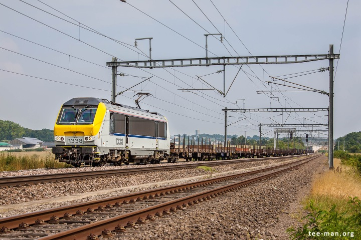 B-Logistic's 1338 hauls an empty steel train towards Bettembourg. Fentange, 8.8.2015