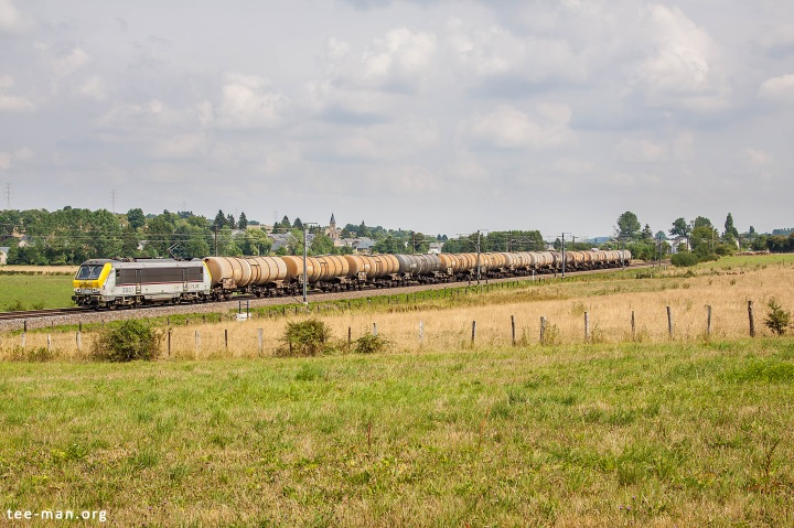 Nortbound train at the beginning of it's journey over the Athus-Meuse line. Baranzy, 8.8.2015