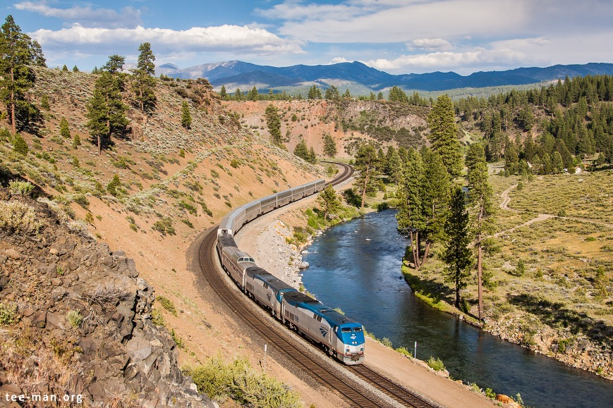Amtrak 198 with the California Zephyr to San Francisco along the Truckee river. Truckee (CA), 5.6.2014