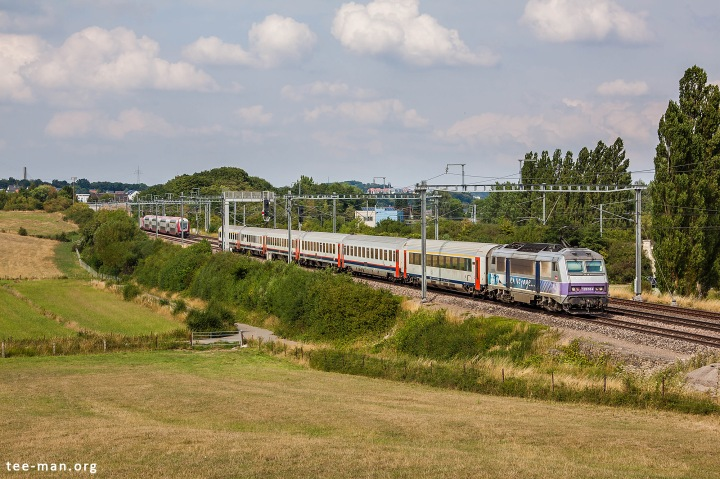 "Eurocity ""Iris"" connecting Brussels and Basel, has left Luxembourg behind SNCF's 26164. Fentange, 8.8.2015"