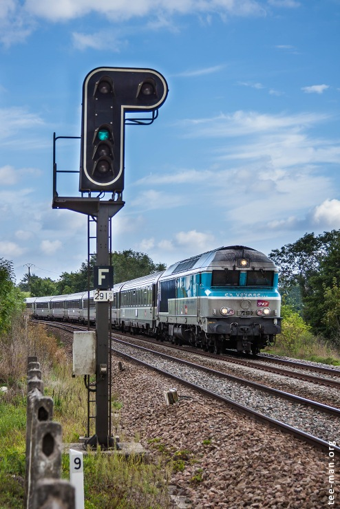 Framed by a typical French signal at Humes-Jorquenay, the intercités to Paris runs past a photographer that will soon continue his way back home. 20.9.2015