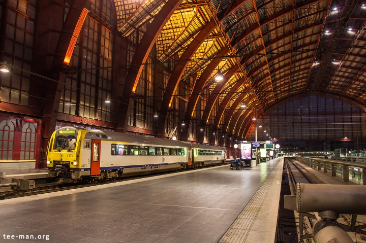 SNC's 4171 has just arrived with a service from Mol. Antwerpen_Centraal, 12.10.2015