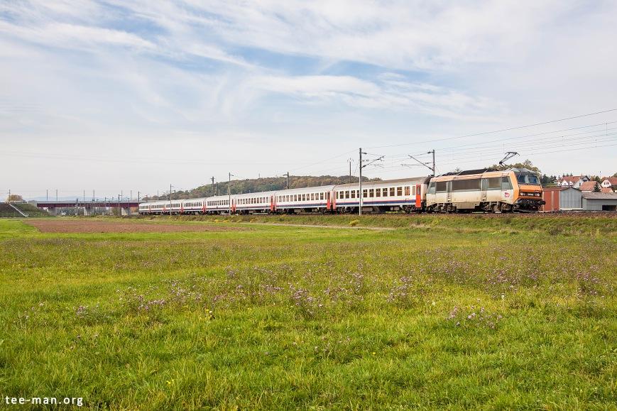 Sybic 26158 hauls the Eurocity to Basel. Wilwisheim, 24.10.2015
