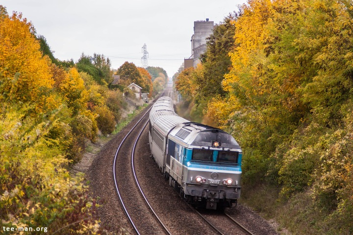 Lots of autumn colors for this CC72000 headed for Paris. SNCF 72172, Saint-Mesmin, 25.10.2015