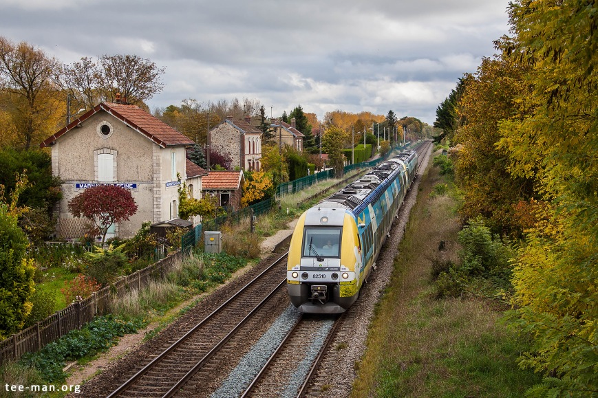 Time didn't stand still at the station of Marnar-sr-Seine. While one of the platforms is still present, the building has been converted into a house with an abundant garden. SNCF 82510, Marnay-sur-Seine, 25.10.2015