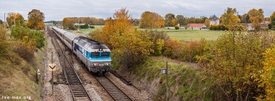 Nez cassé 72140 hauls an intercités to Paris through Flamboin and passes the town's castle. Flamboin, 25.10.2015.