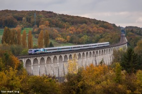 72179 is crossing the viaduct of Besnard with it's intercités to Paris. Longueville, 25.10.2015.